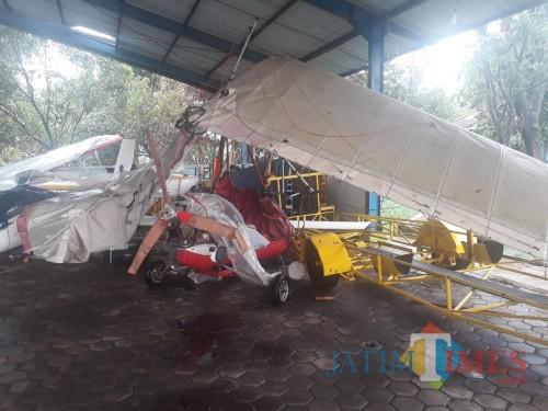 Akses Jalan Menuju Bandara Macet dan Pesawat Milik Lanud Abdulrachman Saleh Rusak Akibat Angin Kencang