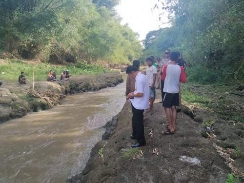 Pada aliran sungai inilah korban terseret arus, dan sampai saat ini belum ditemukan (Foto : Moch. R. Abdul Fatah / Jatim TIMES)
