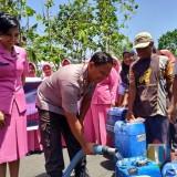 Lagi, Kapolres Tulungagung Berikan Bantuan Air Bersih di Desa Pakisrejo Tanggungunung