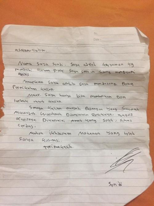 Surat yang diberikan kepada pengantin. (Foto: @pebriansyahW)