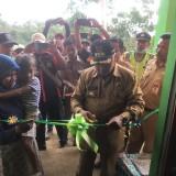 Rumah Gedhek-nya Dibedah DPKPCK, Keluarga Miskin di Poncokusumo Tak Sulit Lagi ke Kamar Mandi