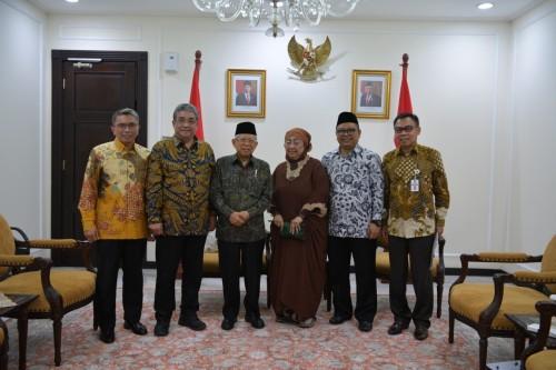 Wapres KH Ma'ruf Amin (tiga dari kiri) saat menerima pengurus KOPNUC di ruang kerjanya.