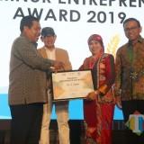 Berani Fokus pada Bidang SDM Unggul, Sutiaji Raih Walikota Kota Enterpreneur Award 2019 Kategori Pendidikan