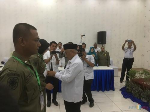 Bupati Malang HM Sanusi (pakai peci dan kemeja putih) saat membuka acara Bimtek kepada Satpol PP (Foto: Ashaq Lupito / MalangTIMES)