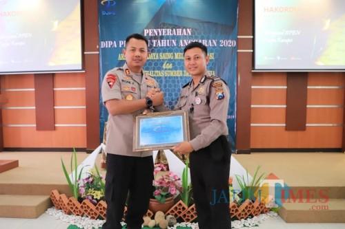 Polres Kediri Mendapat Penghargaan IKPA-KPPN. (Foto: Bambang Setioko/JatimTIMES)