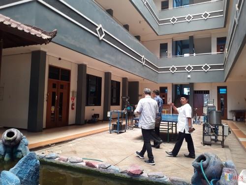 Anggota legislatif saat melakukan sidak ke Poltekom, Jum'at (6/12) (Arifina Cahyanti Firdausi/MalangTIMES)