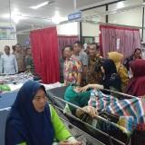 Bupati Tulungagung Jenguk Korban Kecelakaan Bus Rombongan Guru TK di Blitar