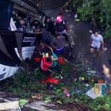Bus Pariwisata Tulungagung Terjun ke Sungai di Blitar, 5 Orang Tewas
