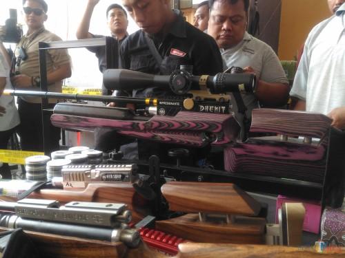 Salah satu senjata rakitan AH (Foto : Moch. R. Abdul Fatah / Jatim TIMES)
