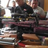 Perakit Air Gun Berkaliber Besar di Lumajang Lakukan Uji Coba Senapan Pada Pagar Rumahnya
