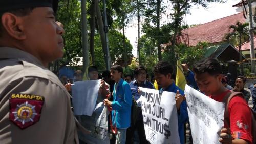 Peringati Hari Anti-Korupsi, #Sudahcukupkorupsinya Menggema di Kota Malang