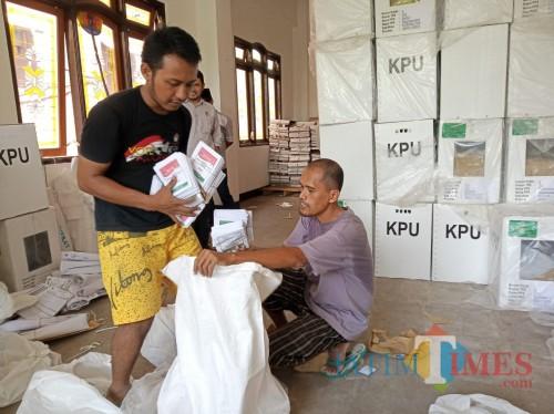 KPU Kota Blitar Kosongkan 2390 Kotak Suara Bekas Pemilu 2019