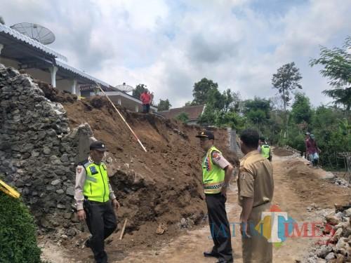 Kabupaten Malang Diguyur Hujan, Akses Jalan di Kawasan Ini Tertutup Material Longsor