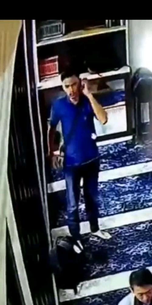 Potongan gambar pelaku yang aksinya terekam CCTV Masjid (ist)