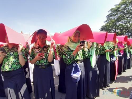 Kota Malang Pecahkan Rekor Muri, Terbanyak Siswa Membaca dengan Gawai