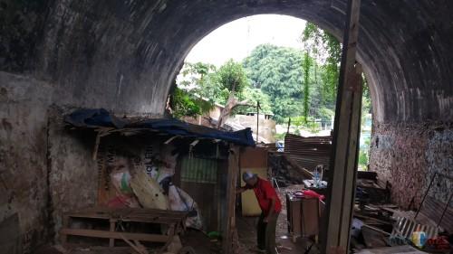 Tinggalkan Kolong Jembatan Kahuripan, Dua Perempuan Pengasuh Anjing Kembali ke Rumah