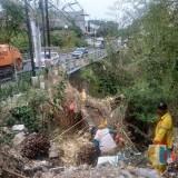 Pembersihan Sungai Oleh DLH Sebelum Musim Hujan Bawa Manfaat