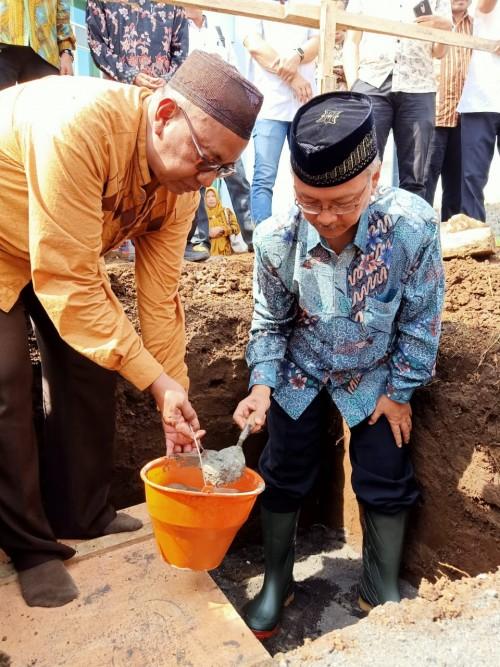 Rektor UIN Malang Lakukan Peletakan Batu Pertama Pembangunan Masjid Fakultas Kedokteran dan Ilmu Kesehatan