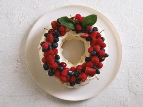 Kue natal yang terbuat dari cookies dan white cream. (Foto: instagram)
