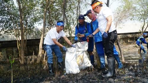 Astra Financial Wujudkan Pantai Marunda Bebas Sampah Plastik