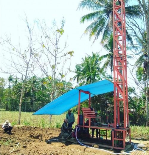 Slaah satu upaya Pemkab Malang dalam mengatasi pemenuhan air bersih dengan pembuatan sumur bor di wilayah langganan kekeringan. Kini, Pemkab Malang juga gandeng ACT (Humas Pemkab Malang)
