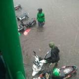 Motor Ojek Rusak Kena Banjir, Akun Ini Bagikan Uang Servis Gratis Total Rp 20 Juta