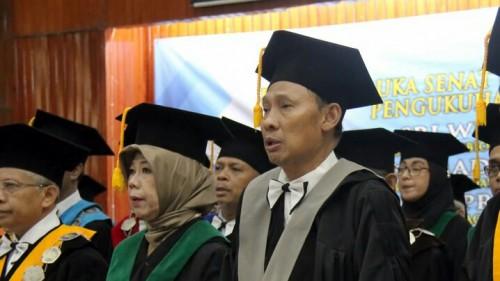 (paling kanan) Profesor di bidang Manajemen Sumber Daya Manusia dan Perilaku Organisasi UB, Dr Drs Mochammad Al Musadieq BBA MBA. (Foto: istimewa)