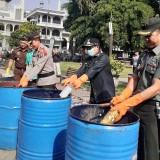 Forkopimda Kota Malang Musnahkan Ribuan Miras Jelang Nataru