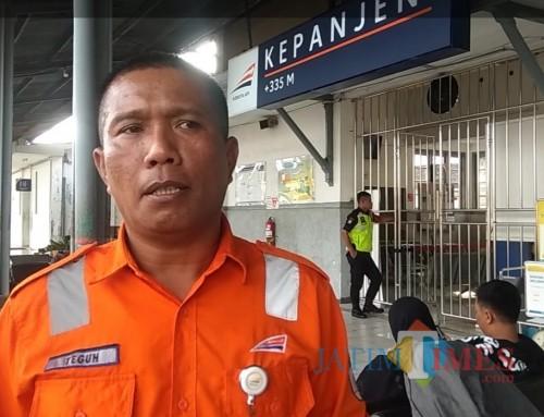 Kepala Stasiun KA Kepanjen Teguh Raharjo meminta maaf ke masyarakat yang akan berpergian jarak jauh memakai kereta api (Nana)