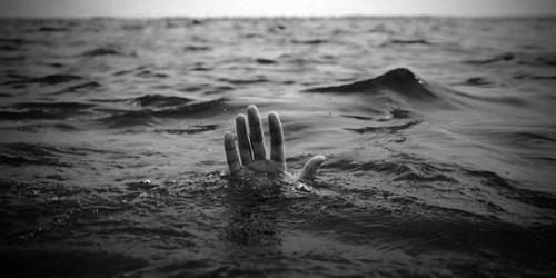 Ilustrasi orang tenggelam. (Foto istimewa)