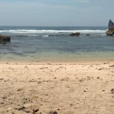 Terseret Ombak Pantai Watu Leter, Petugas Libatkan Nelayan Untuk Melalukan Pencarian Mahasiswa Universitas Brawijaya