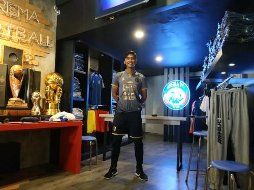 Jayus Hariono saat mengenakan jersey ketiga Arema musim 2020. (Hendra Saputra)