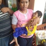 Kisah Pasutri di Jombang Perjuangkan Anaknya yang Lumpuh Selama 7 Tahun