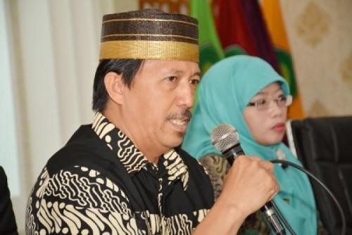 Pimpinan Redaksi Tabloid Gema UIN Malang M. Anwar Firdausi saat mengenalkan GEMA Media Publikasi Kampus kepada siswa MA Ma'arif NU Bangil. (Foto: istimewa)