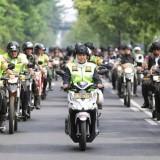 Naik Motor, Gubernur Khofifah Pimpin Patroli Kota Bareng Dua Jenderal