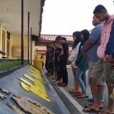 Tenggak Miras dan Terlibat Perbuatan Mesum, Belasan Remaja di Kota Blitar Terjaring Razia Polisi