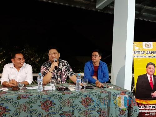 Komisi D DPRD Kota Malang, Suryadi (paling kiri) bersama DPR RI Komisi VII Ridwan Hisjam (Hendra Saputra)