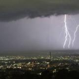BMKG Ingatkan Bahaya Cuaca Ekstrem, Hindari Kawasan ini Saat Akan Liburan