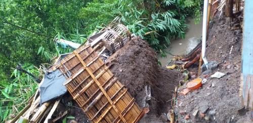 Tanah longsor yang menimpa Dusun Sawahan, Desa Giripurno, Kecamatan Bumiaji, Jumat (27/12/2019).