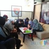 Pesta Miras Bareng Belasan Pemuda, Wanita Hamil Diamankan Polisi