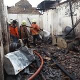 Tempat Usaha Penggorengan Kerupuk Terbakar, Seorang Karyawan jadi Korban