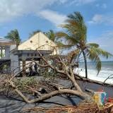 Ombak Setinggi 5 Meter Hancurkan Warung dan Rumah Warga Di Bulurejo Tempursari