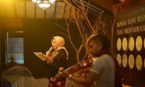 Wali Kota Batu Pukau Penonton lewat Musikalisasi Puisi