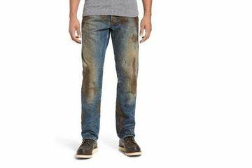 Berani Kotor? Jeans Penuh Lumpur Ini Bisa Jadi Outfit Pilihan