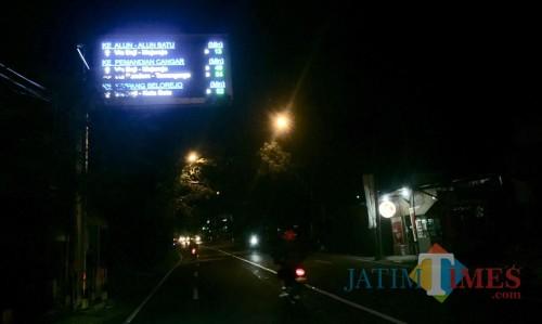 Salah satu VMS di jalan Ir Soekarno. (Foto: Irsya/MalangTIMES)