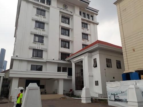 Gedung anyar DPRD Surabaya yang masih belum diserah terimakan