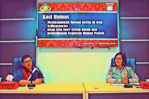 Anggota tim cyber Makota Sugeng Riyadi (kiri) dan Kasubag Polresta Malang Kota Iptu Ni Made Seruni Marhaeni (ist)