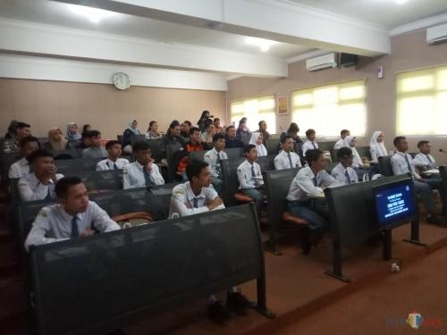 Siswa SMK PGRI Turen yang melakukan studi banding di prodi TI Unikama (Anggara Sudiongko/MalangTIMES)