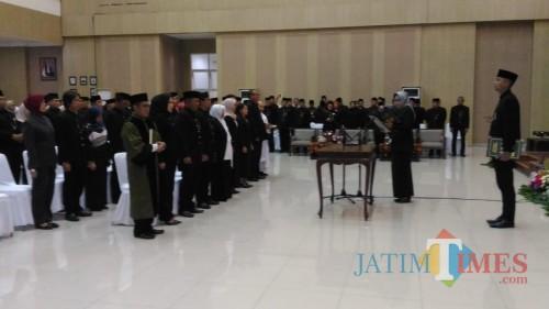 Wali Kota Batu Dewanti Rumpoko saat melantik ASN di Graha Pancasila, Rabu (8/1/2020). (Foto: Irsya Richa/MalangTIMES)