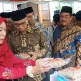 Ketua OJK Resmikan Bank Wakaf Mikro Ketujuh Grup Astra